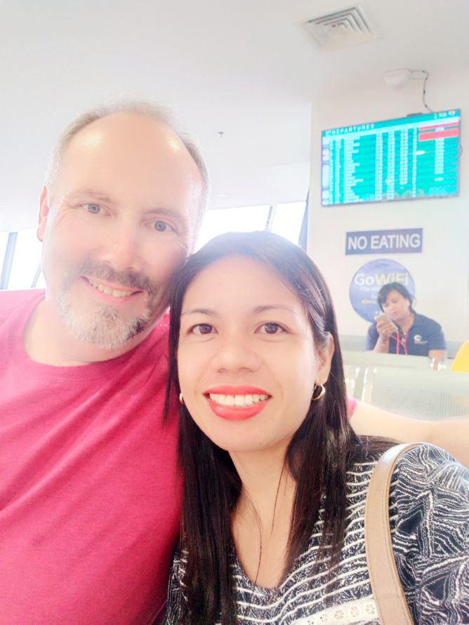 Christian singles meet at airport and full of smiles