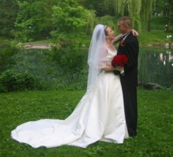 Beautiful photo of newlyweds kissing in Central Park