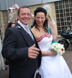 Thumbs up for Ioana and Andy who are happily married