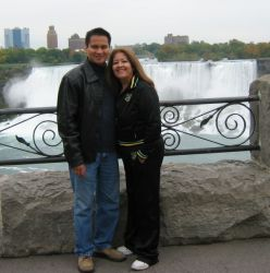 Niagara Falls in the background for this loving couple