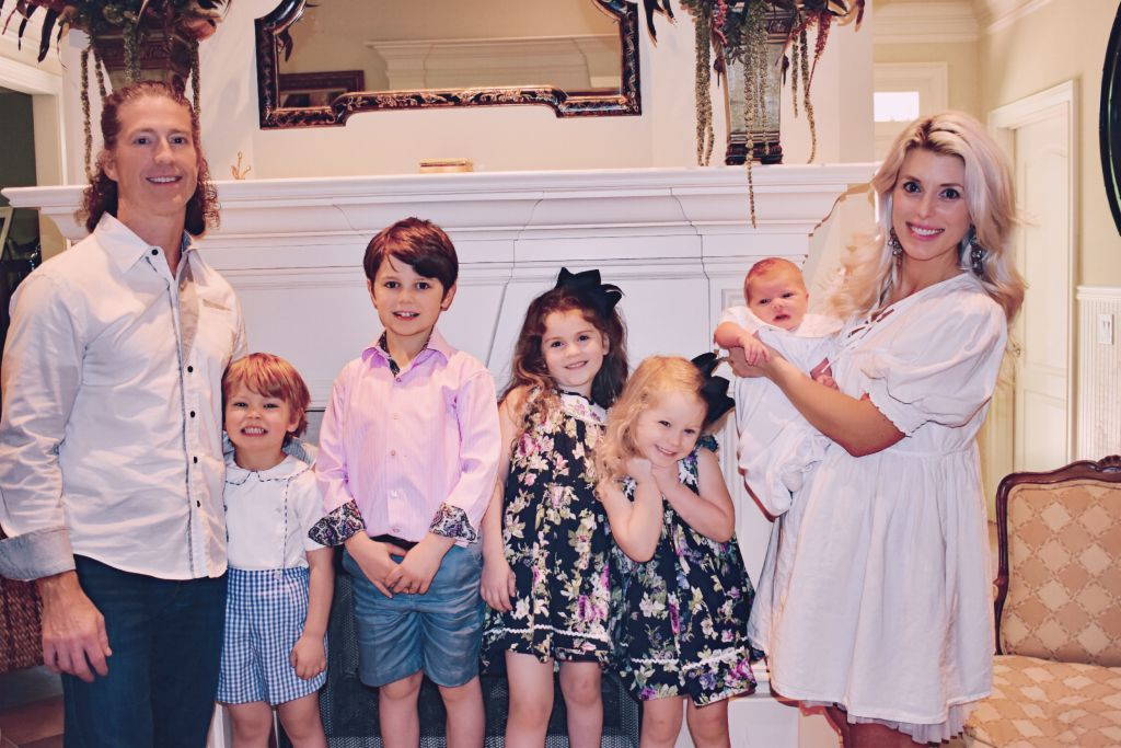 Christian couple met on the Internet and now welcomes their 5th child