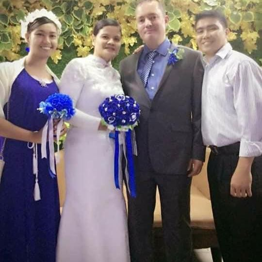 Ghuy with her Maid of Honour, Mikael and his Best Man