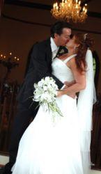 Former Australian single Christians now married kiss on their wedding day