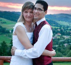 Gorgeous Polish scenery for hugging newlyweds