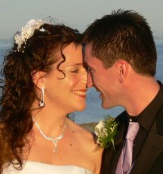 Christian singles nuzzle in after meeting and marrying near the ocean