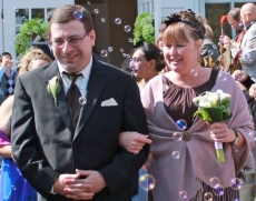 Bubble fly around a newly wed couple in the sunshine