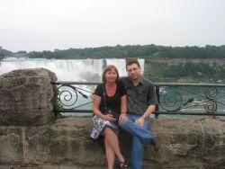 Mary and Steven pose at Niagara Falls