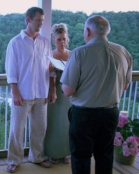 Missouri Christian singles marry on a balcony